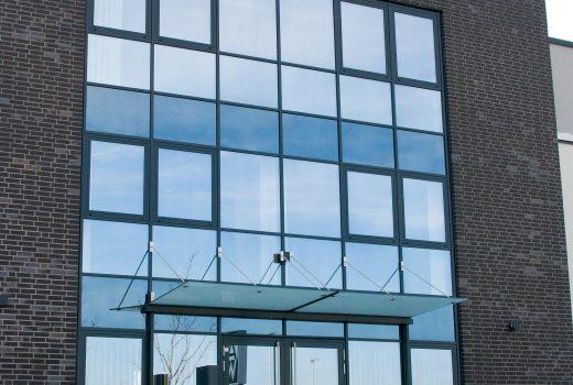 Eingangsfassade Bürogebäude